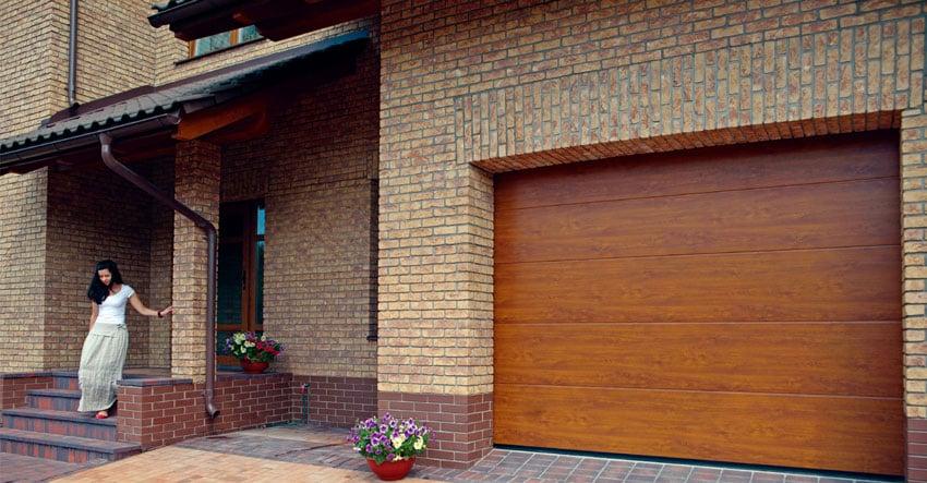 Ворота в гараж подъемные секционные