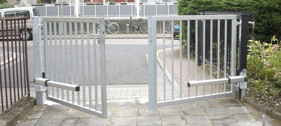 Как выбрать автоматику для распашных ворот: типы приводов и виды механизмов